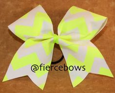 Sour Patch Kids Yellow and Green Neon Glitter Cheer Bow Softball Hair Bows, Cheerleading Bows, Cheer Hair, Cheerleader Girls, Dance Bows, Cheer Dance, Cute Cheer Bows, Big Bows, Softball Hairstyles