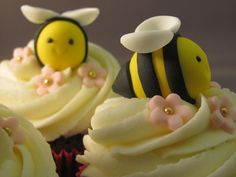 Cupcakes Take The Cake: Bumblebee cupcake cuteness Bee Cupcakes, Fancy Cupcakes, Animal Cupcakes, Yummy Cupcakes, Cupcake Cakes, Cup Cakes, Cake Decorating Supplies, Cake Decorating Tutorials, Take The Cake