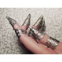 Faeri Queen Claw Armor Set of One, Two, or Five Claws ($13) ❤ liked on Polyvore featuring jewelry, rings, accessories, nails, mid knuckle rings, talon rings, claw ring, mid-finger rings and filigree ring