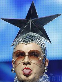 Gotta love Verka Serduchka!! Hetalia, Eurovision France, Bingo, Terry Wogan, Eurovision Songs, Group Of Friends, Pop Idol, She Song, World Peace