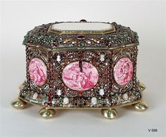 "An 18th-century jewelry box designed by Giovanni Battista Foggini of the Galleria dei Lavori in Florence is part of the ""Art of the Royal Court"" exhibit at the Metropolitan Museum of Art. Description from pinterest.com. I searched for this on bing.com/images"
