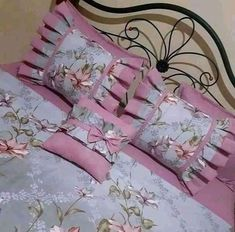 Bedroom Bed Design, Room Ideas Bedroom, Bedroom Decor, Bed Cover Design, Cushion Cover Designs, Decorative Hand Towels, Decorative Throw Pillows, Bed Sheet Painting Design, Bed N Bath