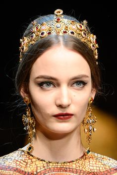 Dolce & Gabbana Fall 2013 Ready-to-Wear - Details - Gallery - Style.com