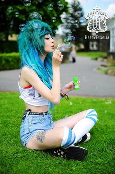 Discover this look wearing White Knee High American Apparel Socks, Light Blue Levis Shorts - Just chilling Yo! Blowing a few bubbles. Emo Scene Hair, Emo Hair, Scene Bangs, Frontal Hairstyles, Cool Hairstyles, Wedding Hairstyles, American Apparel, Cute Emo Girls, Blue Wig