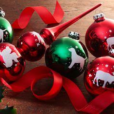 Weihnachtskugeln und Baumspitze