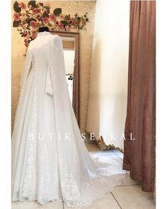 Muslimah Wedding Dress, Muslim Wedding Dresses, Muslim Dress, Hijab Dress, Princess Wedding Dresses, Dress Wedding, Hijab Simple, Wedding Hijab Styles, Modern Hijab Fashion