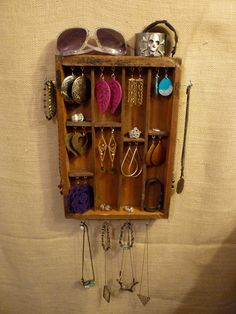 Old drawer or silverware organizer as a jewelry display <3