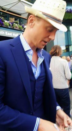 Tom Hiddleston signing autographs in Wimbledon. Source: https://twitter.com/MarineBassas/status/618882257596473348