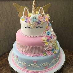 """3,486 curtidas, 73 comentários - Fatima Santos (@facsantos) no Instagram: """"Fofura demais! Bolo by @obomdafesta #bolosdecorados #decoratedcakes #unicornbirthday #unicornio…"""""""