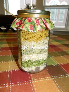 Friendship Soup in a Jar recipe– a family Christmas tradition ( Trim Healthy Ma… - Gift Jar Pot Mason, Mason Jar Meals, Mason Jar Gifts, Meals In A Jar, Canning Jars, Mason Jars, Gift Jars, Soup In A Jar, Pots