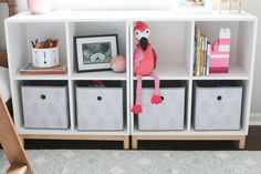 Use storage cubbies to corral toys and clutter in a kids' room - IKEA Living Room Toy Storage, Ikea Toy Storage, Nursery Storage, Record Storage, Bedroom Storage, Storage Shelves, Kitchen Storage, Storage Ideas, Ikea Playroom