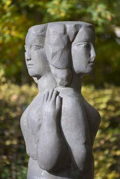 #Schleswig Zwei weibliche Körper verschmelzen in einer Figur. Schon seit Urzeiten inspirierte die Verbindung mehrerer Figuren in einem Körper – sogenannte Janusfiguren – Künstler in aller Welt.