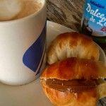 Medialunas bajas en grasa Empanadas, Bagel, Sausage, Biscuits, Food And Drink, Cookies, Baking, Sweet, Recipes