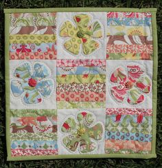 Verna mini quilt - love it!  This would be easy to draft the pattern
