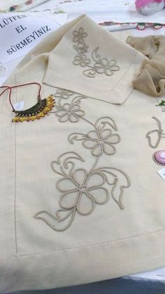 This post was discovered by Fadik Erhn. Discover (and save!) your own Posts on Unirazi. Embroidery Sampler, Ribbon Embroidery, Embroidery Stitches, Embroidery Patterns, Crochet Doily Rug, Crochet Potholders, Crochet Gifts, Romanian Lace, Crochet Symbols