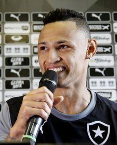 BotafogoDePrimeira: Neilton elogia resenha com gringos e entrosamento:...