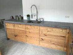 Misschien toch beton en hout (als terrazzo te duur is) Home Decor Kitchen, Rustic Kitchen, Interior Design Kitchen, Wooden Kitchen, Home Kitchens, Wooden Counter, Kitchen Cabinetry, Kitchen Pantry, Wood Cabinets