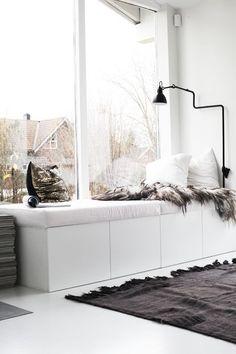Kleine Wohnung? Wenig Stauraum? Ordnungs-Liebe? Hier sind 12 clevere Wohn-Ideen für alle, die wenig Platz haben oder es einfach gerne praktisch mögen.