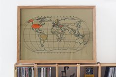 This is a huge project. Not only for its size, but also for what it means. It is a world map to fill with color the countries you have visited (you can color the whole map at once if you want to!). You can keep working on it as you travel since it has the right size to fit an standard frame (50x70 cm). Therefore you can take it out, fill the country you have visited and frame it again. As many times as you visit a new country, it is a life project! DIMENSIONS…