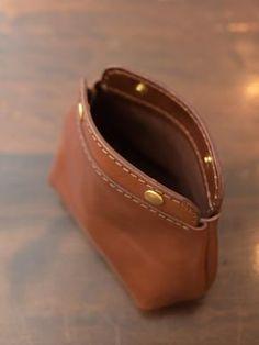 コロンポーチ オープン Small Leather Wallet, Small Leather Goods, Leather Pouch, Leather Tooling, Leather Purses, Leather Handbags, Leather Accessories, Leather Jewelry, Leather Craft