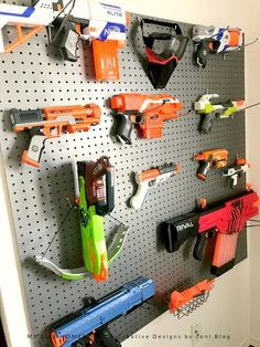 Looking to successfully store your child's Nerf gun collection? Here are some amazing Nerf gun storage solutions including an easy Nerf gun peg board hack. Boys Bedroom Storage, Boys Bedroom Decor, Bedroom Ideas, Bedroom Wall, Older Boys Bedrooms, Pistola Nerf, Nerf Gun Storage, Playhouse Interior, Nerf Toys