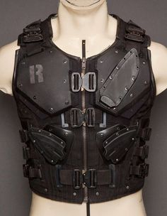 Here's a vest made to look like the vest used by Roadblock in the modern GI Joe movie. Again, this link takes you to the place that made this. Tactical Armor, Tactical Knives, Tactical Clothing, Armor Concept, Cool Gear, Military Gear, Mode Outfits, Gears, Mens Fashion