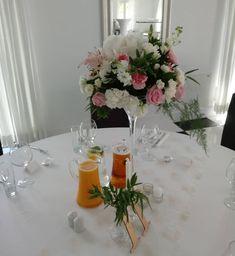 Bukiet na stol pary mlodej hortensja gozdzik roza i eustoma #biala wstazka #wedding #wesele#Szczecin #weddingday #numerkinastol #kielich #florist #weddinginspiration #kwiatysapiekne Wedding Day Weddings Planner Plan Planning Your Big Day