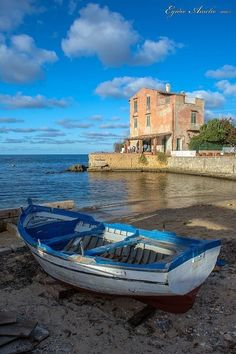Mind blowing shot of Sicilly Places Around The World, Around The Worlds, Beautiful Places, Beautiful Pictures, Best Of Italy, Palermo Sicily, Cities, Travel Images, Water Crafts