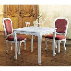 天然木の彫り加工がゴージャスな人気のホワイトダイニングチェア。クラシックな人気のアンティーク風ホワイト家具。手作業で部分的にアンティークな風合いを再現、天然木に彫りを施した白家具の椅子です。