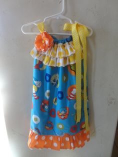 What I love about this dress is the flower and the ruffle. Nice change to just a regular pillow case dress. Sewing Crafts, Sewing Projects, Diy Crafts, Little Girl Dresses, Little Girls, Fabric Hair Bows, Twirl Skirt, Pillowcase Dresses, Extra Fabric
