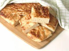 Gott glutenfritt bröd som bakas direkt i långpanna. Glutenfritt långpannebröd är praktiskt och enkelt att baka och brödet blir saftigt och gott. Gluten Free Baking, Gluten Free Recipes, Lchf, Savoury Baking, Cornbread, Free Food, French Toast, Paleo, Bakery