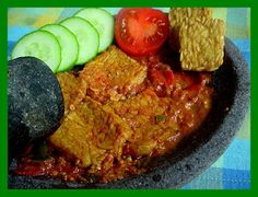 Sambal Terasi,The Best Chili Recipe from Indonesia. With fall coming up, this spicy chili recipe is not only delicious but is also an authentic dish from Indonesia! Healthy Asian Recipes, Spicy Recipes, Chili Recipes, Cooking Recipes, Sambal Sauce, Indonesian Cuisine, Indonesian Recipes, Best Chili Recipe, Spicy Chili