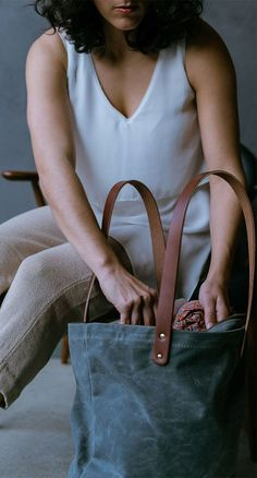 Waxed canvas and leather zipper tote. Made in the USA of USA tanned leather and waxed canvas. Mens Overnight Bag, Waxed Canvas Bag, Canvas Bags, Leather Bags Handmade, Handmade Bags, Everyday Carry, Leather Pouch, Leather Accessories, Unisex Fashion