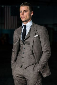 Articles of Style: Custom Menswear Made in America - Daily Fashion Gentleman Mode, Gentleman Style, Mens Fashion Suits, Mens Suits, Man Fashion, Peaky Blinders Suit, Stylish Men, Men Casual, Modern Suits