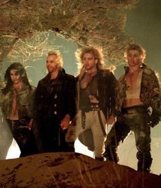 The Lost Boys (Billy Wirth as Dwayne, Kiefer Sutherland as David, Brooke McCarter as Paul & Alex Winter as Marko) Lost Boys Movie, The Lost Boys 1987, Movie Tv, Movie Club, Hot Vampires, Vampires And Werewolves, King Kong, Old Movies, Great Movies