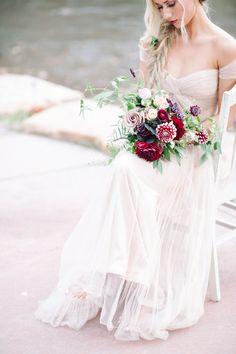 Reem Acra wedding dress | IYQ Photography | see more on: http://burnettsboards.com/2015/04/earthy-vibrant-wedding-editorial/