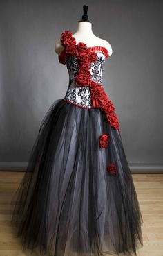 The perfect dress for my masquerade ball. =)