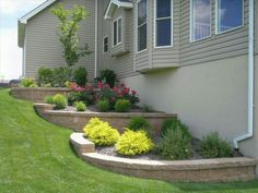 Stepdown planters along the side of the house, adding long lasting rubber mulch would make the gardens low maintenance and add year round beauty. #mulchonce #12yrColorGuarantee #rubbermulch #landscaping #planters #RoosterRubber