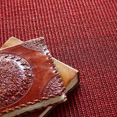 Auslegware - schöner robuster Sisalteppich in Akzentfarben. #rot #bodenbelag #auslegware #sisal Ground Covering, Red