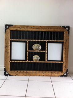 Belt buckle display case with 2 - 4x6 photos