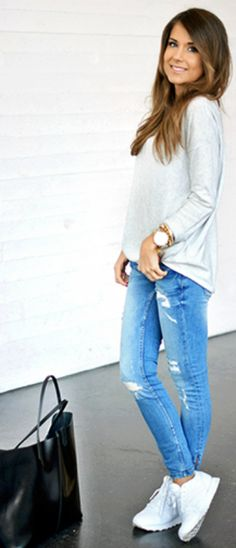 Sporty casual always works with skinny jeans. Throw on a grey ribbed ¾ length sleeve top and sneakers. Via Marianna Mäkeläia Top: Gina Tricot, Jeans: Zara, Sneakers: Nike, Bag: Céline. Skinny jeans with sneakers
