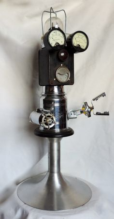 sculpture métal recyclé, ( cafetière, transfo., manomètres...) # robot # métal recycled # cafetière # pistolet laser #
