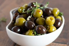 Olive you from my head tomatoes Olive Recipes, Vegan Recipes, Cooking Recipes, Olive Bar, Marinated Olives, Salad Bar, Antipasto, Garlic, Brunch
