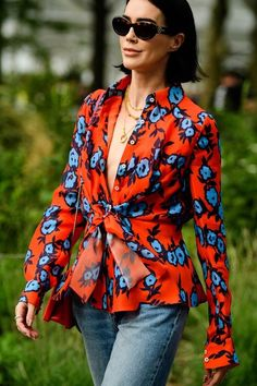 New York Fashion Week spring 2020 has begun. See the best street style looks caught by photographer Tyler Joe here. New York Fashion Week Street Style, Spring Street Style, Cool Street Fashion, Street Style Looks, Street Style Women, Street Styles, Casual Outfits, Fashion Outfits, Fashion Blouses