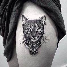 üst bacak kedi dövmesi upper leg cat tattoo