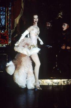 Nicole Kidman in Moulin Rouge Nicole Kidman Moulin Rouge, Satine Moulin Rouge, Moulin Rouge Movie, Le Moulin, Moulin Rouge Outfits, Moulin Rouge Costumes, Theatre Costumes, Movie Costumes, Burlesque Movie