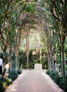 Tips For Securing Your Dream Venue { Advice } - Modern Weddings Hawaii