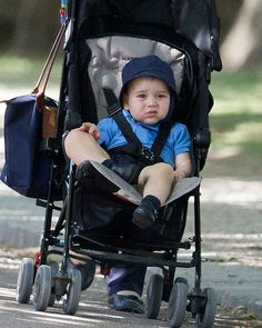 Prince George of Cambridge in a photo taken before his birthday July out with his nanny in Battersea Park William Y Kate, William And Son, Prince William, Princesa Kate, George Of Cambridge, Duchess Of Cambridge, Baby Prince, Prince And Princess, Royal Princess