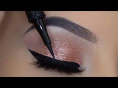 How To Apply Eyeliner Like a PRO! Simple and Quick Makeup Tutorial! Eyeliner For Hooded Eyes, Perfect Winged Eyeliner, Eyeshadow For Green Eyes, Simple Eyeliner, Best Eyeliner, How To Apply Eyeliner, Winged Liner, Eye Liner, Pencil Eyeliner Tutorial