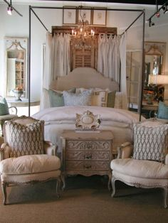 Vintage Living Bed & Bath